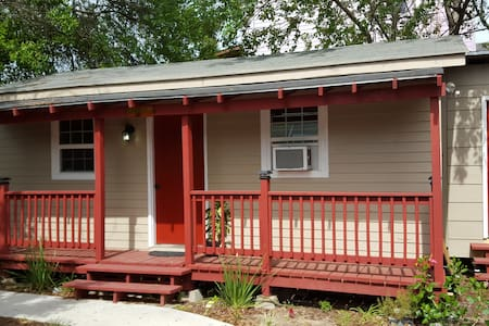 Bungalow in Mid City-Summer Rates - Apartamento
