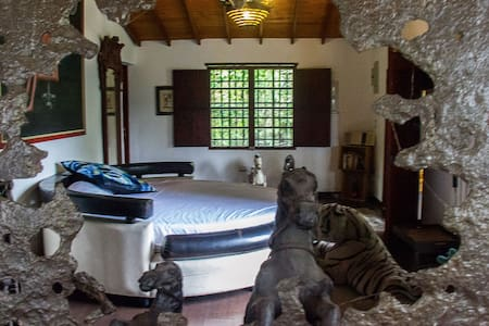 A Room you Dream Of w/ River Stone Bath & Balcony - Medellín - Bed & Breakfast