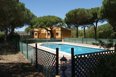 Casitas con piscina y parcela de pinar. - Reihenhaus