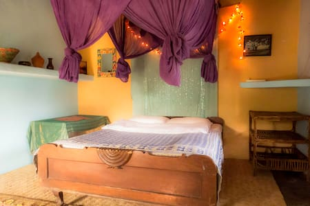 Cozy privat room with shared bathroom - Pokhara - Huis