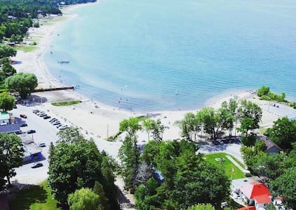 Balm Beach Vacation Camper Rental - Tiny - Appartement