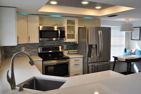 Pebble Creek Home - Tampa - Ház