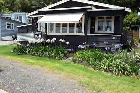 Seaside Cottage B & B - Thornton Bay