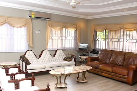Sheman Room at (Rose Leat Elegant Bed & Breakfast) - Accra