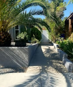 Spacious, PRIVATE, detached bungalow, by SDSU - San Diego - Apartment