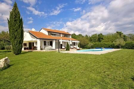 Villa Magnolia with swimming pool - Nova Vas