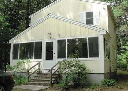 **RUSTIC 3-BEDROOM BUNGALOW IN MOULTONBOROUGH NH** - House