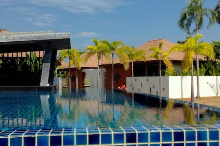 Ajit Rawai Pool Villa - 별장/타운하우스