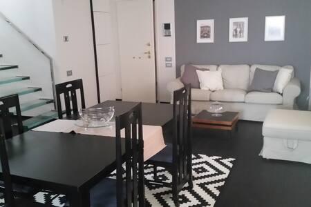 Attico con 4 camere in centro - Apartment