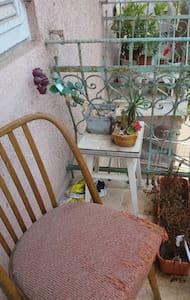 Roomy, Romantic Haifa apartment right on Masada - Haifa - Appartamento