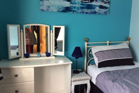 Comfortable single bedroom - Portslade - Casa