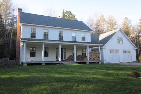 Beautiful Farmhouse on 10 Acres - Weston