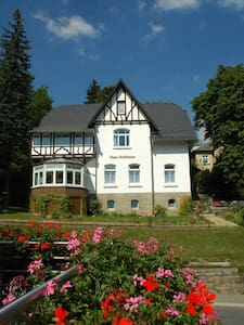 Helle Dachgeschosswohnung im Kurbad - Bad Elster - Apartamento