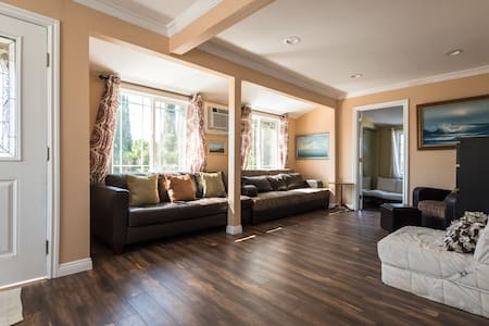 Remodeled  Upstairs guest house - Daire