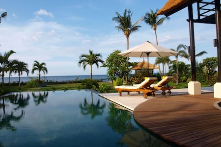 Amazing luxury beach front villa! - Kecamatan Buleleng - Villa