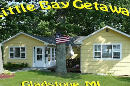 """Little Bay Getaway"" Vacation Cottage - Gladstone - Ev"