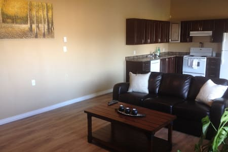 Large, Comfy, near Downtown and Uni - Kamloops - Hus