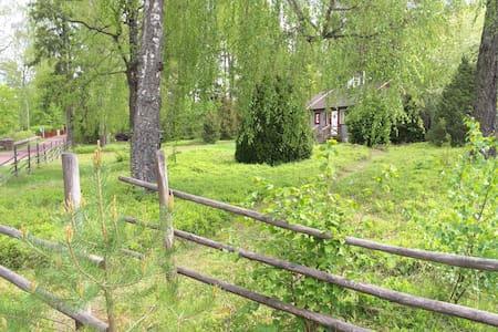 Hyr vår mysiga stuga i sommaridyllen Fagersanna! - Cottage