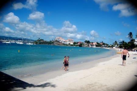 Studio cosy,calme en face la plage de l'Anse Mitan - Les Trois-Îlets