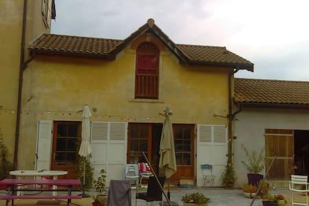 Chambre dans maison à la campagne - Dům