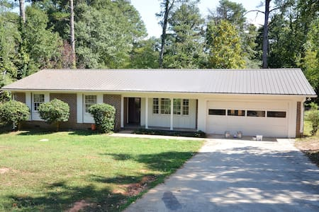 BYO Bed, EMPTY Athens 3 Bed 2 Bath w/ 2-car Garage - Athens