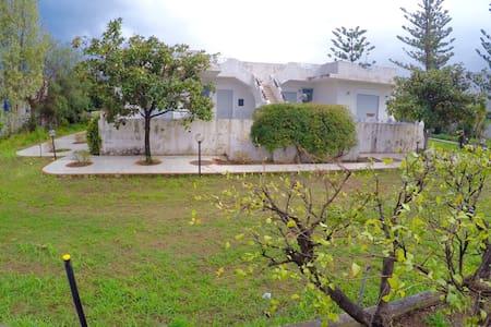 Villa mediterranea con giardino - Oliveri - Townhouse