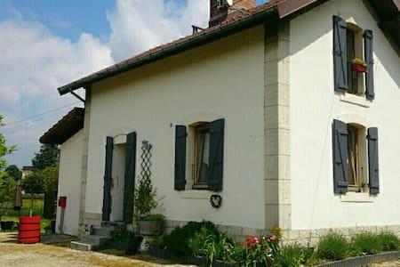 charmante maison de passage à niveau - Chambéry