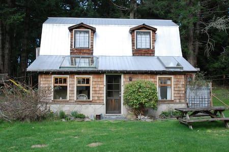 The Little Barn- on Galiano Island - Galiano Island