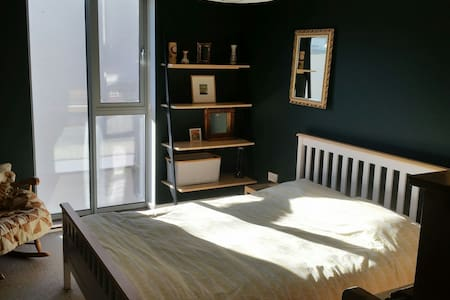 king size! en suite! quiet! arty! - 브리스톨(Bristol) - 아파트