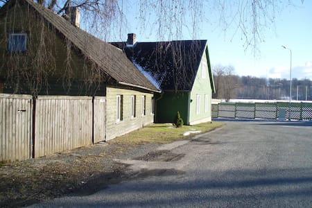 Cozy house in Viljandi, next to the beautiful lake - Dům