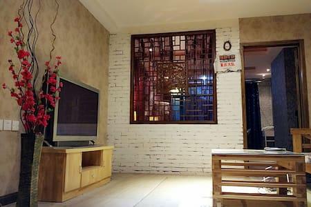 解放碑★轻轨旁|青春足迹天涯,细品巴渝山城 - Chongqing - Apartamento