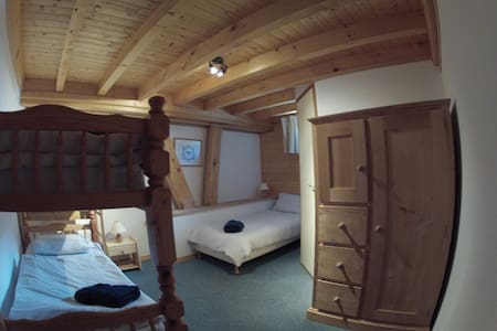 CentralHostel Chatel triple room - Châtel - Bed & Breakfast
