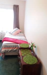 Twin King Single Bedroom - Tauranga - House