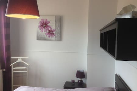 Chambre prune in Beaujolais - Bed & Breakfast