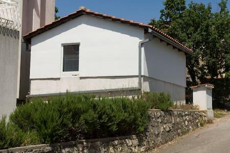 Nice small house near beach - Huoneisto