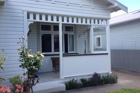 2 bdrm Character Home Close To City - Napier