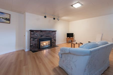 Nice bright suite in west Vancouver - West Vancouver - House