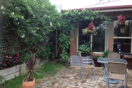 En suite room Yarra Glen Town house - Yarra Glen - House