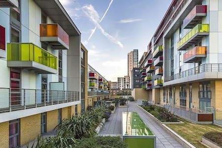 Olympic Luxury Flat Near Westfield - London - Apartemen
