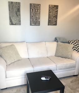 Guest house for both work & play! - Torrance - Maison