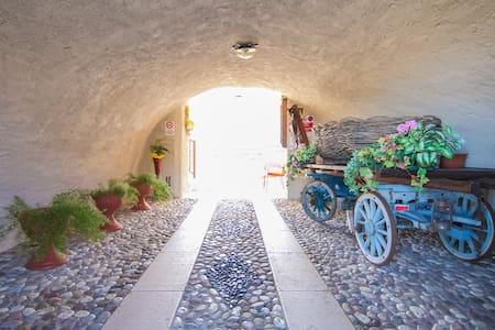 Trilocale a Prada in antico casale - Appartamento