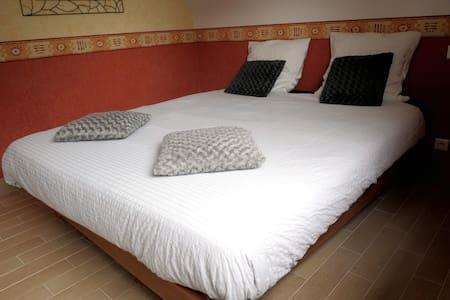 une chambre pour deux à la campagne - Dům