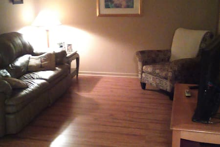Private room 5 minutes from Buffalo airport - Cheektowaga - Ev