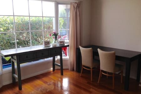 Cozy Oasis 1 Block from the Beach! - Black Rock - Townhouse