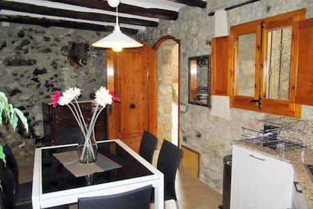 Renovated 4 floor village house - Arbolí - Haus