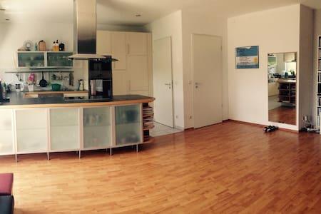 Wunderschöne Dachterrassenwohnung - Wolfratshausen - Apartamento