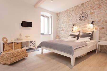 "NEW! ""Mala Marina"" too sweet studio for two! - Rovinj - Apartment"