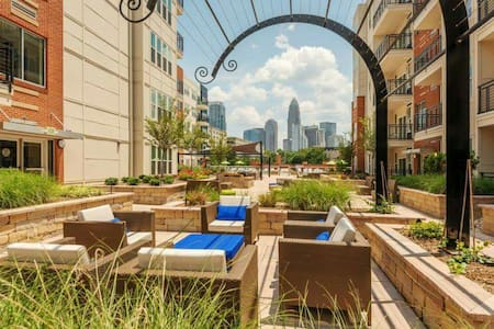 Uptown: Sleep like a King & Queen! - Charlotte - Apartment