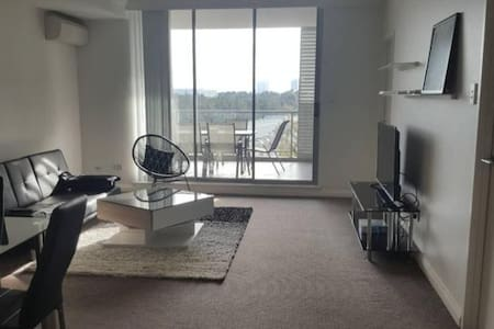 Modern furnished room with parking - Homebush West