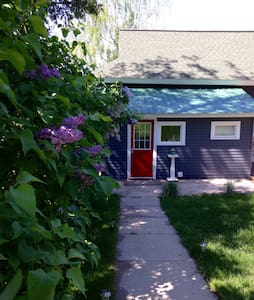 Cozy Cottage in Downtown Petoskey - Petoskey - House